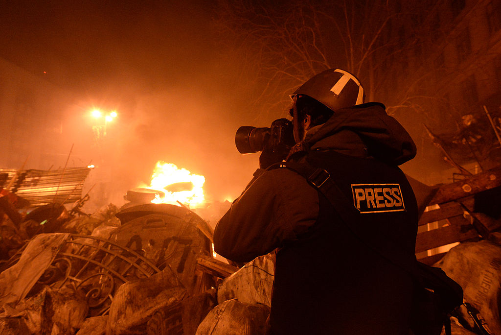 Journalist documenting events at the Independence square. Clashes in Ukraine, Kyiv. Events of February 18, 2014 // Mstyslav Chernov/Unframe CC3.0